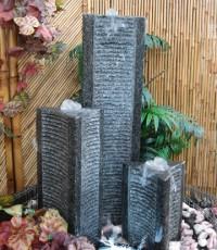 Градински фонтан триъгълник от гранит с три колони